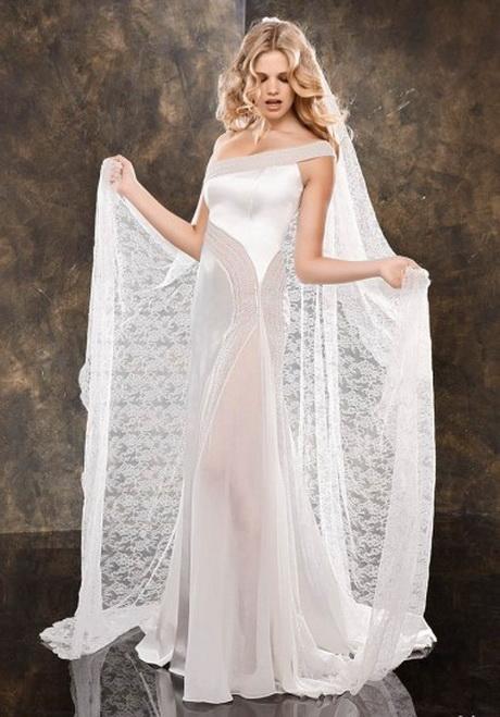 finissimo pizzo; Vestito da sposa con lungo velo …