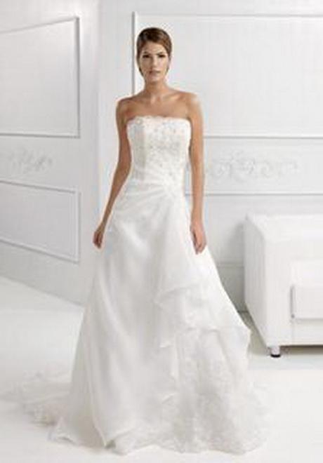 Ciao io pure sposo in comune ma ho scelto cmq un vestito da sposa ...