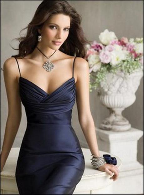 Scopri i nostri abiti da donna: una ricca selezione di vestiti e completi per le vostre cerimonie, serate speciali e per tutti i giorni.