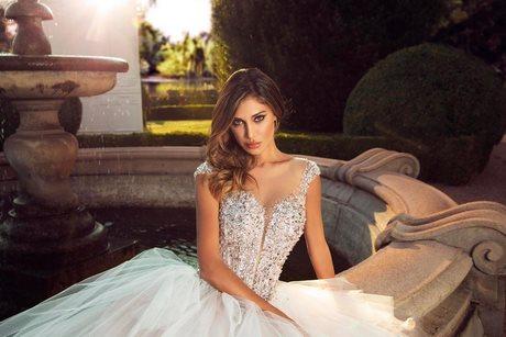Vestiti da sposa stretti e lunghi